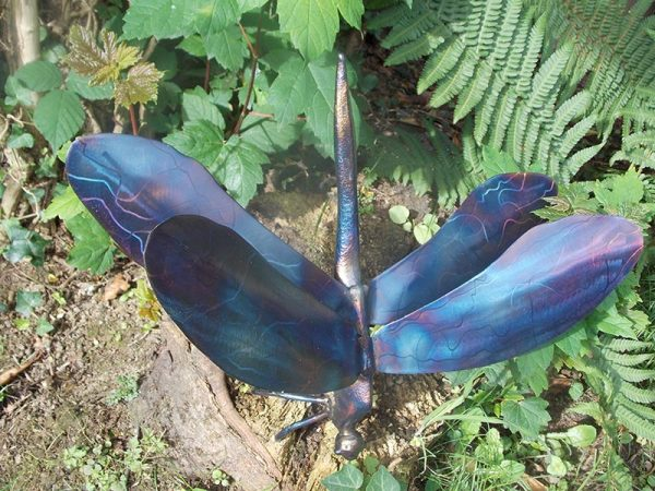 metal-insect-sculpture-dragonfly-wings