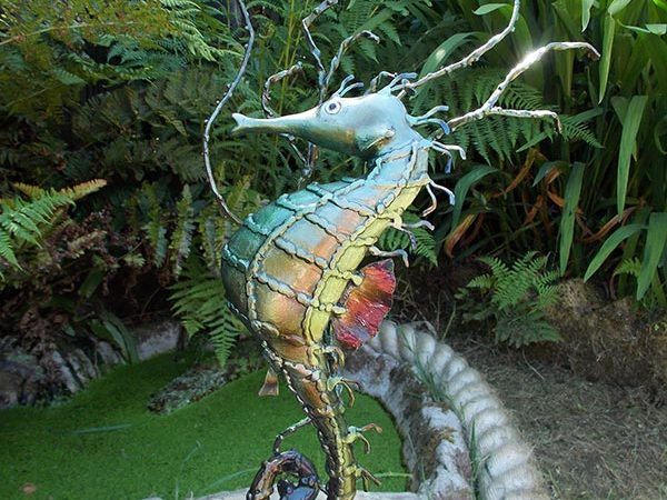 metal-seahorse-sculpture-single-seahorse-on-a-shell-with-weed